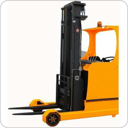 Reach Truck With Retractable Mast